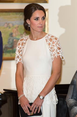 Фото №25 - Королевский дресс-код: любимые сумки герцогини Кембриджской