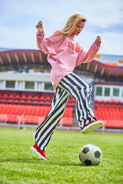 Фото №3 - Бренд Lamoda представил специальный лукбук, вдохновленным чемпионатом мира по футболу FIFA 2018