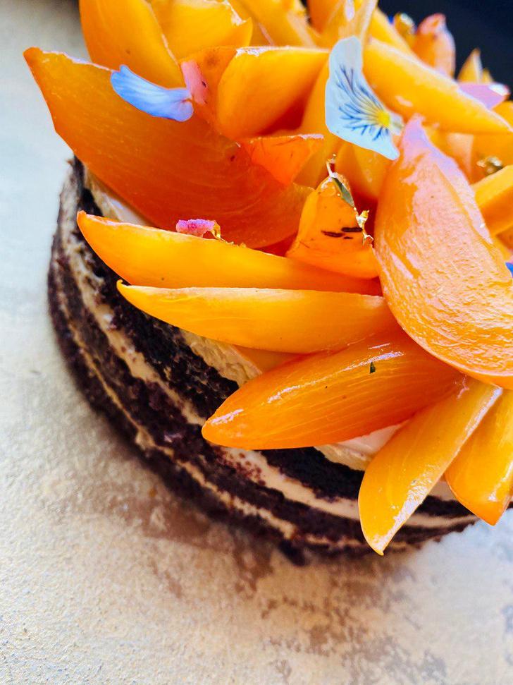 Фото №2 - Десерт на выходные: торт «Сметанник» с хурмой