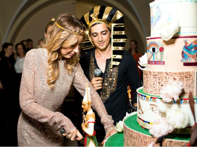 Фото №1 - Наташа Османн отпраздновала день рождения в египетском стиле