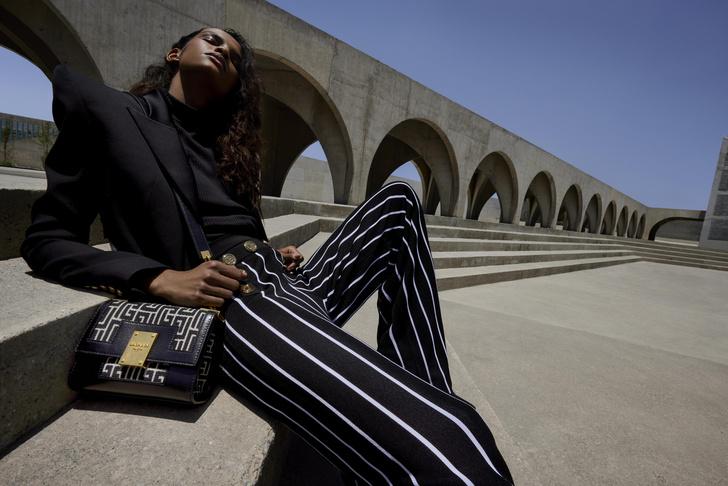 Фото №4 - 4 новые сумки Balmain, вдохновленные Пьером Бальменом и историей бренда