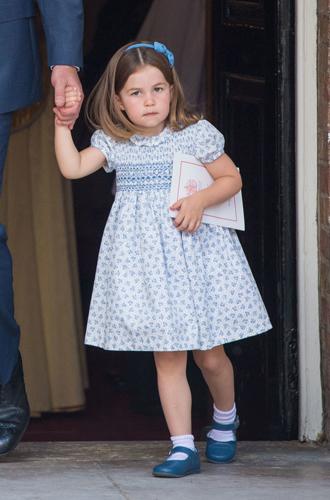 Фото №3 - «Он не пойдет»: принцесса Шарлотта поставила фотографов на место