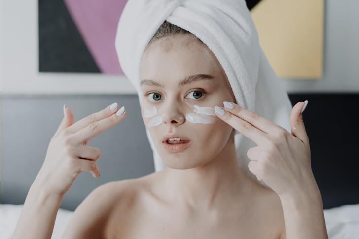 Как «стереть» с кожи пигментацию и удержать загар