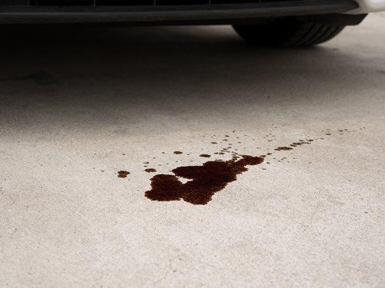 Фото №2 - Что означают цветные лужицы под твоей машиной: гид по шести видам пятен
