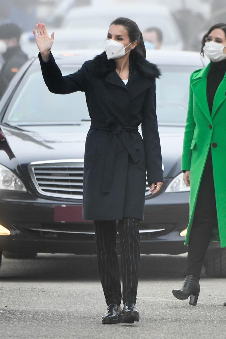 Фото №4 - Пальто-трансформер и туфли-оксфорды Uterqüe, которое носит королева Летиция