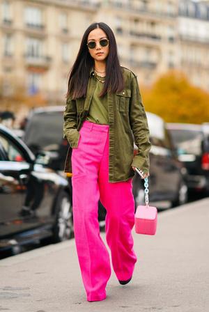 Фото №4 - В офис и на свидание: как носить модные неоновые оттенки