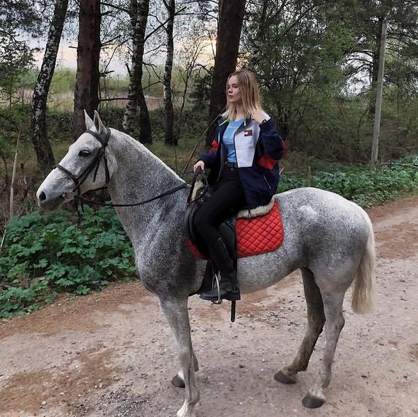 Фото №3 - «Здравствуй, Алена»: как живет красотка-дочь солиста «На-На» Политова