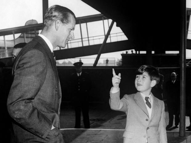 Фото №2 - «Пятимесячный мальчишник»: почему сольный тур принца Филиппа стал причиной скандала