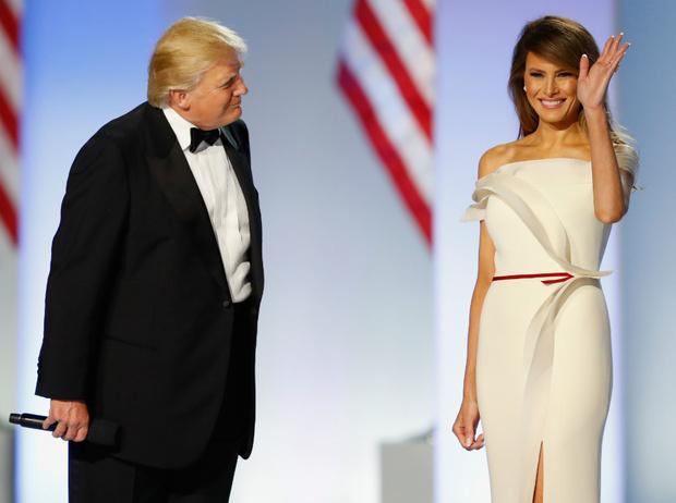 Фото №1 - Как выглядеть стройнее на фото: лайфхаки Мелании Трамп