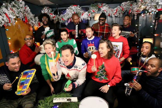 Фото №1 - One Direction спели Santa Claus is Coming to Town