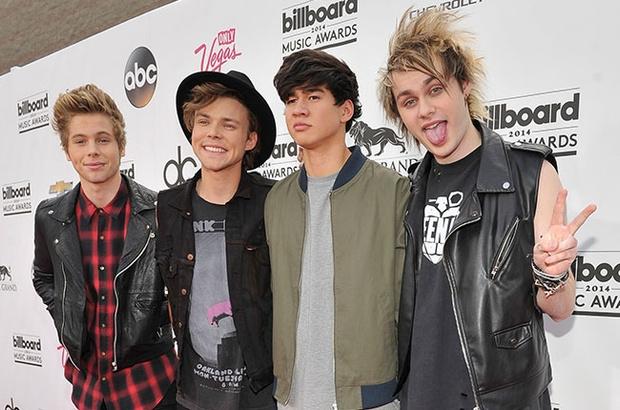 Фото №1 - 5 Seconds Of Summer возглавили чарт «Billboard 200»