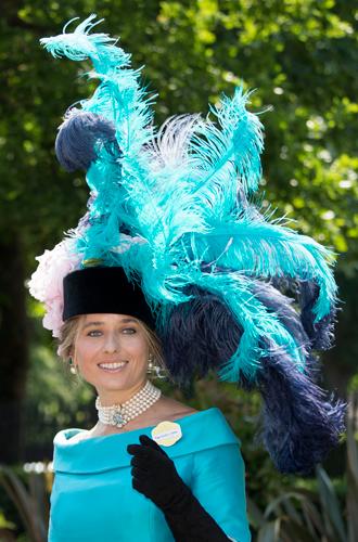 Фото №15 - Чья шляпа лучше: герцогиня Кембриджская и другие на Royal Ascot 2017