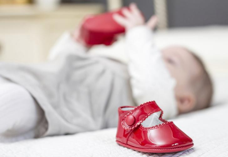 Фото №1 - Первая обувь для малыша: как правильно выбрать «башмачки» на первые шаги?