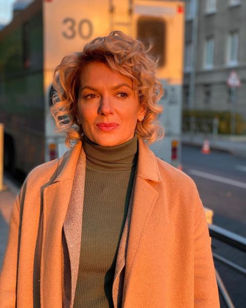 Фото №1 - Мария Порошина вышла на прогулку в самой модной цветовой гамме осени