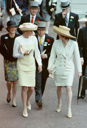 Фото №5 - Другая любимая невестка: чем Сара Фергюсон заслужила особое отношение Королевы
