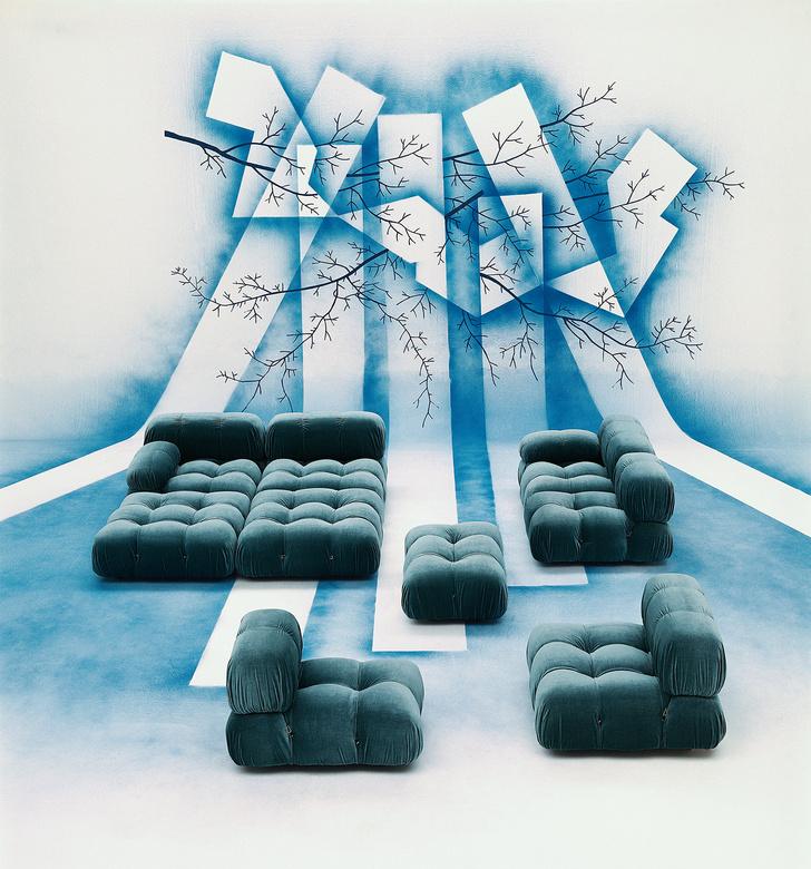 Архивная фотография дивана Camaleonda по дизайну Марио Беллини.