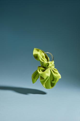 Фото №2 - Green summer: атласная сумка Madame Chatelet, которая станет самым красивым аксессуаром в вашем гардеробе