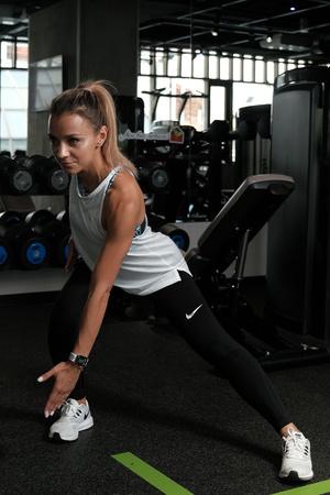 Фото №2 - Как избавиться от «ушек» на бедрах: упражнения на 5 минут