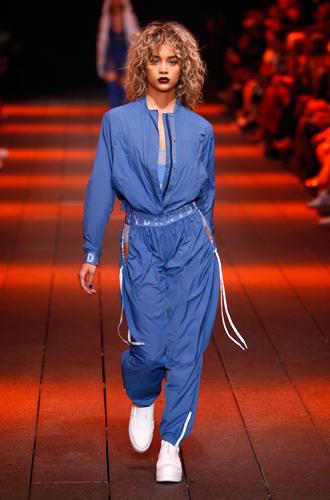 Фото №53 - Единое целое: как носить модные комбинезоны