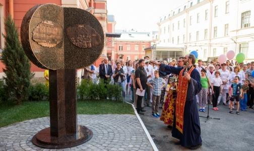 Фото №1 - В Петербурге открыли первый в России памятник детским врачам и медсестрам