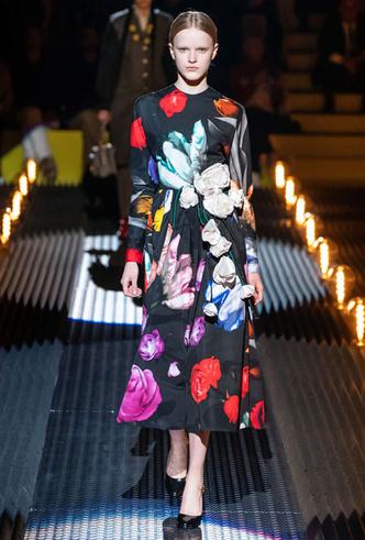 Фото №11 - Кожа, цветы и клетка: самые модные платья для осени и зимы 2019-20