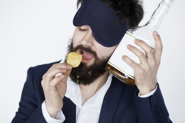 Фото №2 - 4 вида притворства: как выдать себя за трезвого, за пьяного, за влюбленного или за больного