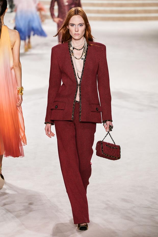 Фото №5 - Что на самом деле носят парижанки? Амбассадор Chanel, модная французкая актриса Альма Ходоровски комментирует любимые образы показа