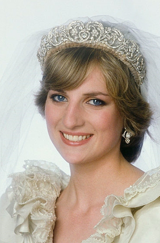 Фото №2 - Свадебная тиара принцессы Дианы украсила другую невесту