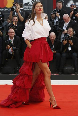 Фото №3 - Модная Венеция-2018: лучшие образы пятого дня кинофестиваля