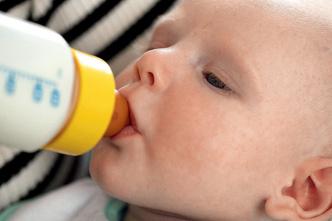 Фото №8 - Урок для мамы: кормим смесью