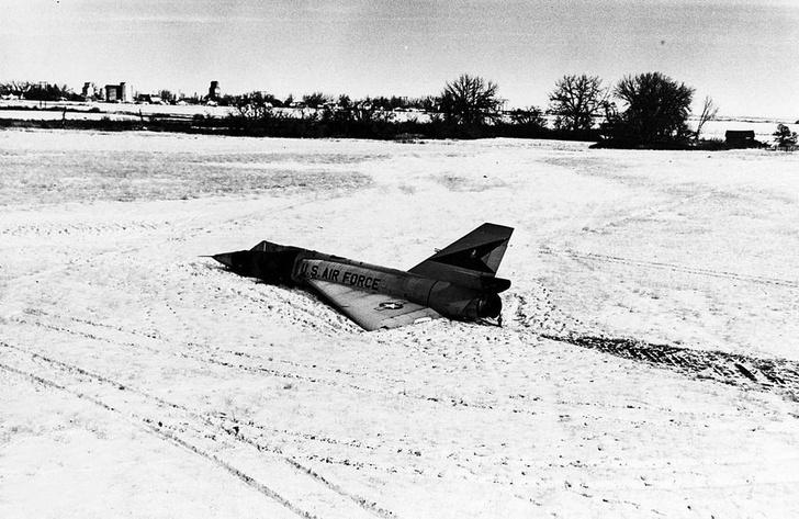 Фото №1 - «Я сам!»: истребитель, который приземлился без пилота