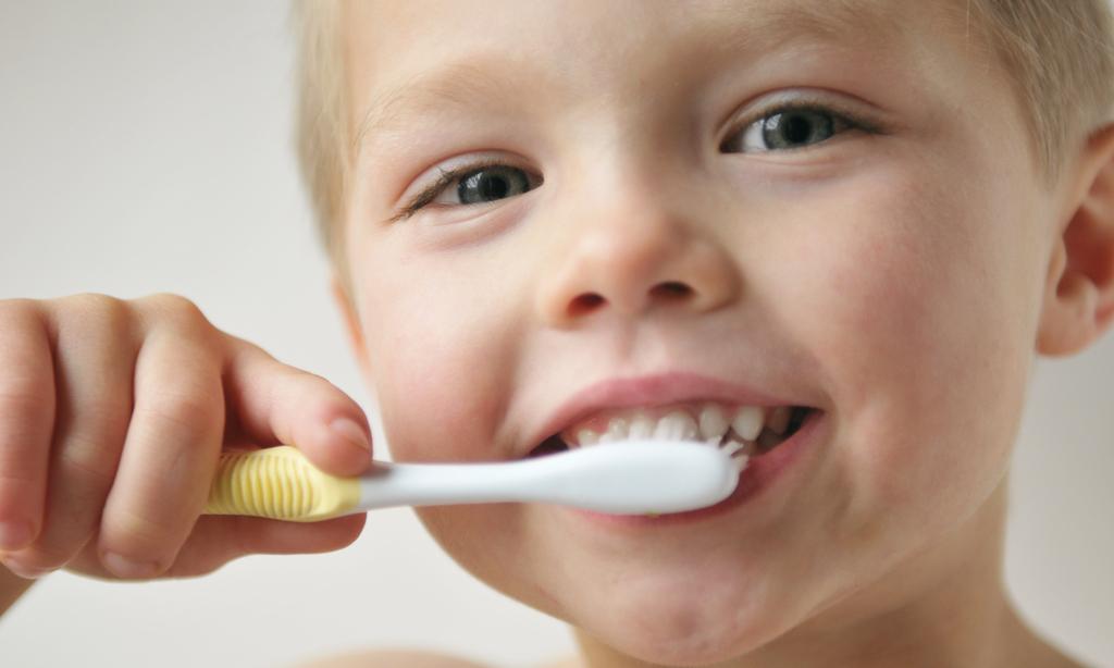Нужно ли лечить молочные зубы и как уберечь их от кариеса