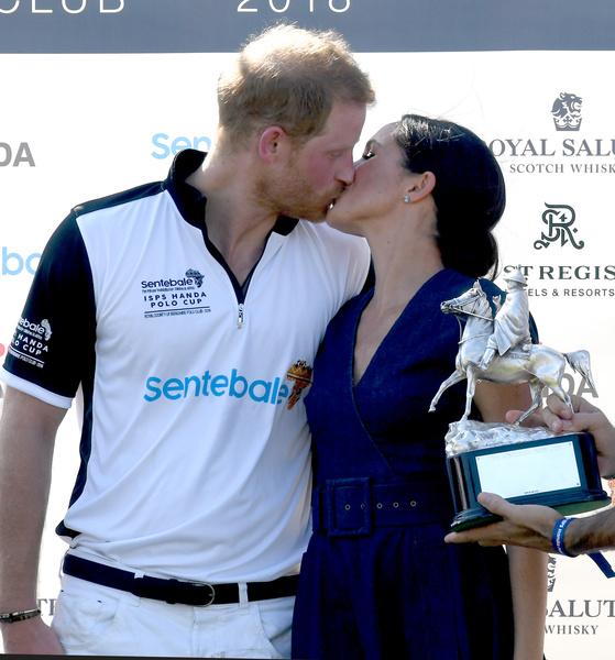 Фото №3 - Любовь нечаянно нагрянет: звездные пары, которые познакомились на свиданиях вслепую
