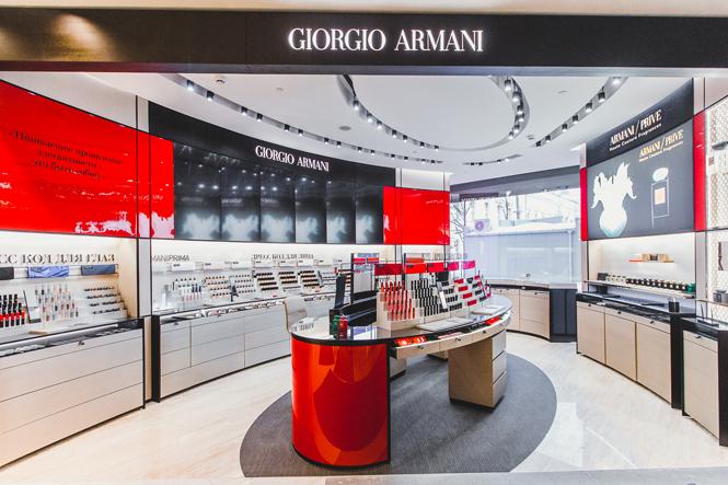 Фото №1 - Digital-примерочная, волшебное зеркало и другие новшества бьюти-корнера Giorgio Armani