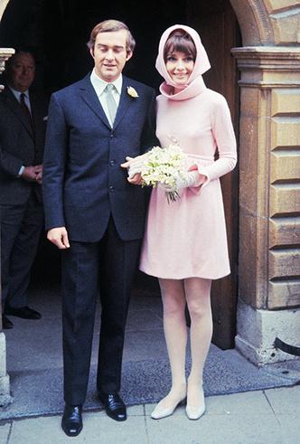 Фото №10 - От Одри Хепберн до Меган Маркл: знаменитые невесты в платьях Givenchy
