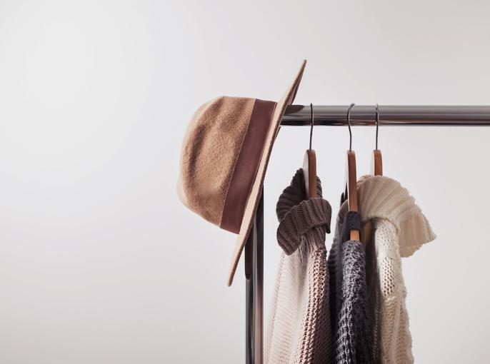 Фото №1 - До следующей зимы: как хранить межсезонную одежду