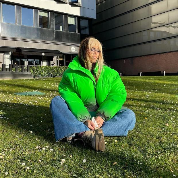Фото №2 - Тренд весны 2021: зеленая куртка как у Данны Паолы