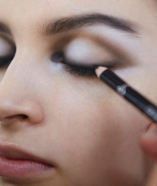 Фото №6 - Black&White: как повторить макияж с показа Giorgio Armani SS18 в Милане