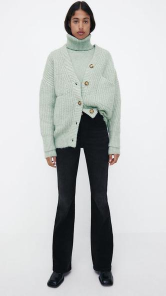 Фото №8 - С чем носить джинсы клеш: 12 модных идей на весну 2021