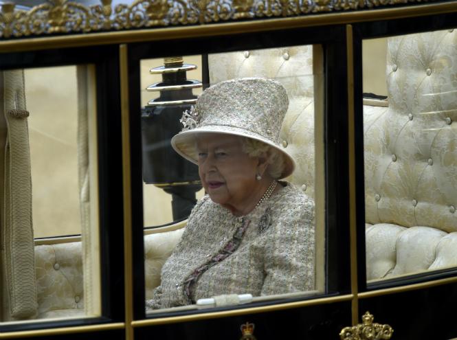Фото №8 - Герцогиня Меган впервые появилась на публике после родов