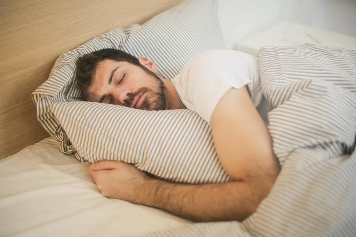 сонливость днем и бессонница ночью сигналят о проблемах с печенью