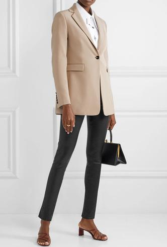 Фото №10 - Босс не будет против: как носить кожаные вещи в офис