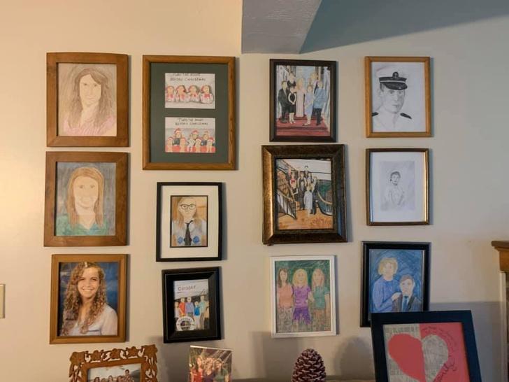 Фото №13 - Дочь каждый день подменяла по одному семейному фото неумелыми рисунками, а родители заметили это только на 11-й день