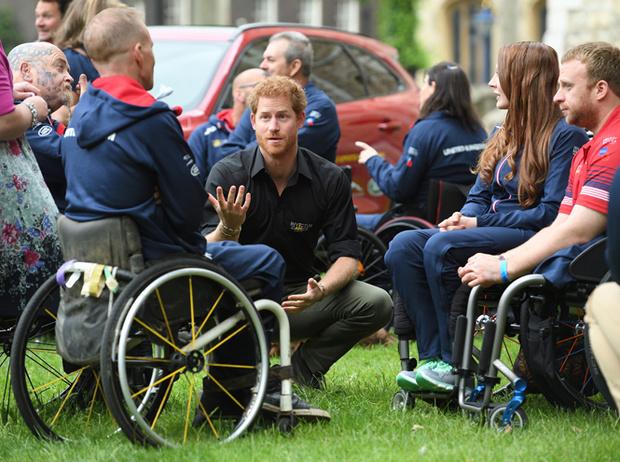 Фото №7 - Хватит ныть, идите работать: как принц Гарри и другие члены королевской семьи разочаровывают британцев