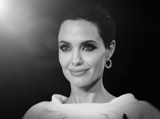 Фото №1 - Анджелине Джоли исполнилось 40 лет