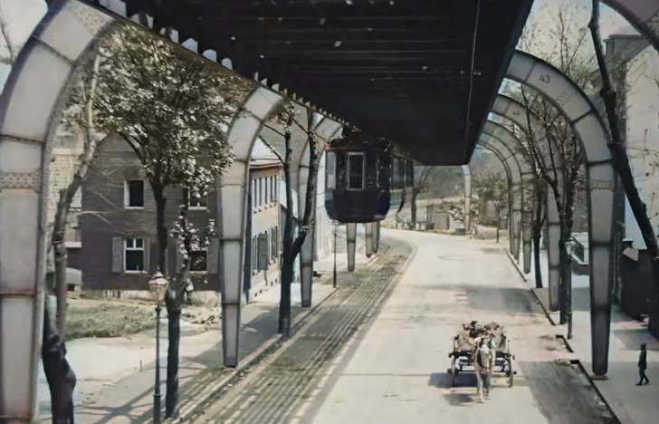 Фото №1 - Раскрашенное видео, снятое из вагона подвесной железной дороги в 1902 году, стало вирусным
