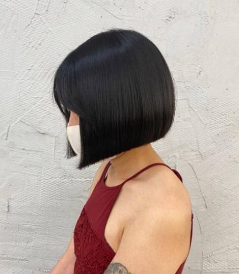 Фото №8 - Paper-cut: самый модный способ носить стрижку боб летом 2021