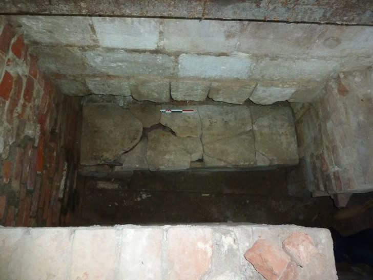 Фото №1 - Археологи приблизились к разгадке тайны пустого саркофага в соборе Ростова