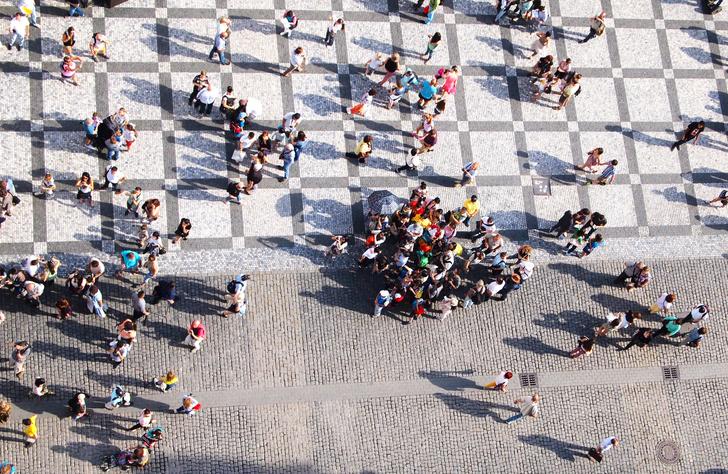 Фото №1 - Ученые выявили закономерности, как люди ведут себя в общественных местах (наглядная инфографика)