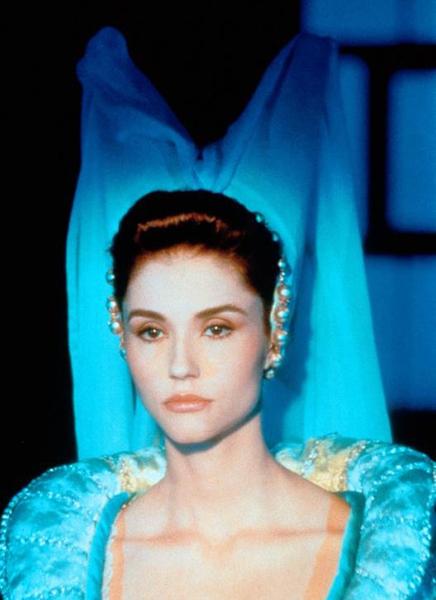 Фото №13 - Сказочная мода: 50 волшебных нарядов из фильмов нереальной красоты